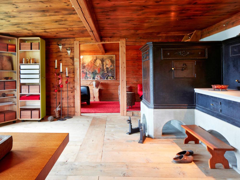 Antiker Blechspeicherofen, Holzherd und Feuerstelle in Amden