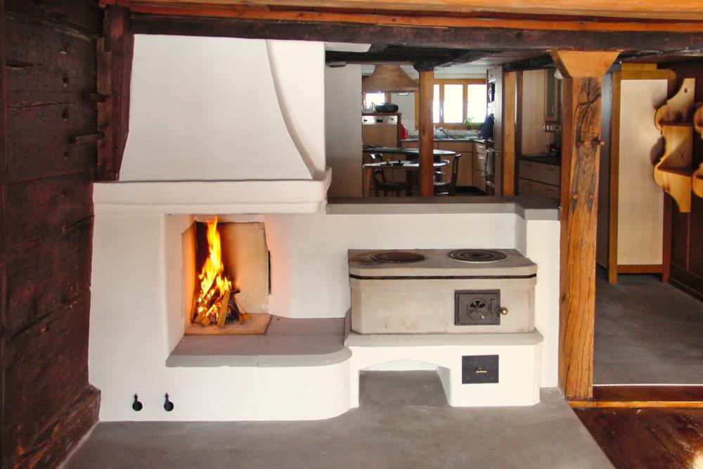 Offene Feuerstelle und Sandstein Holzherd in Bäretswil