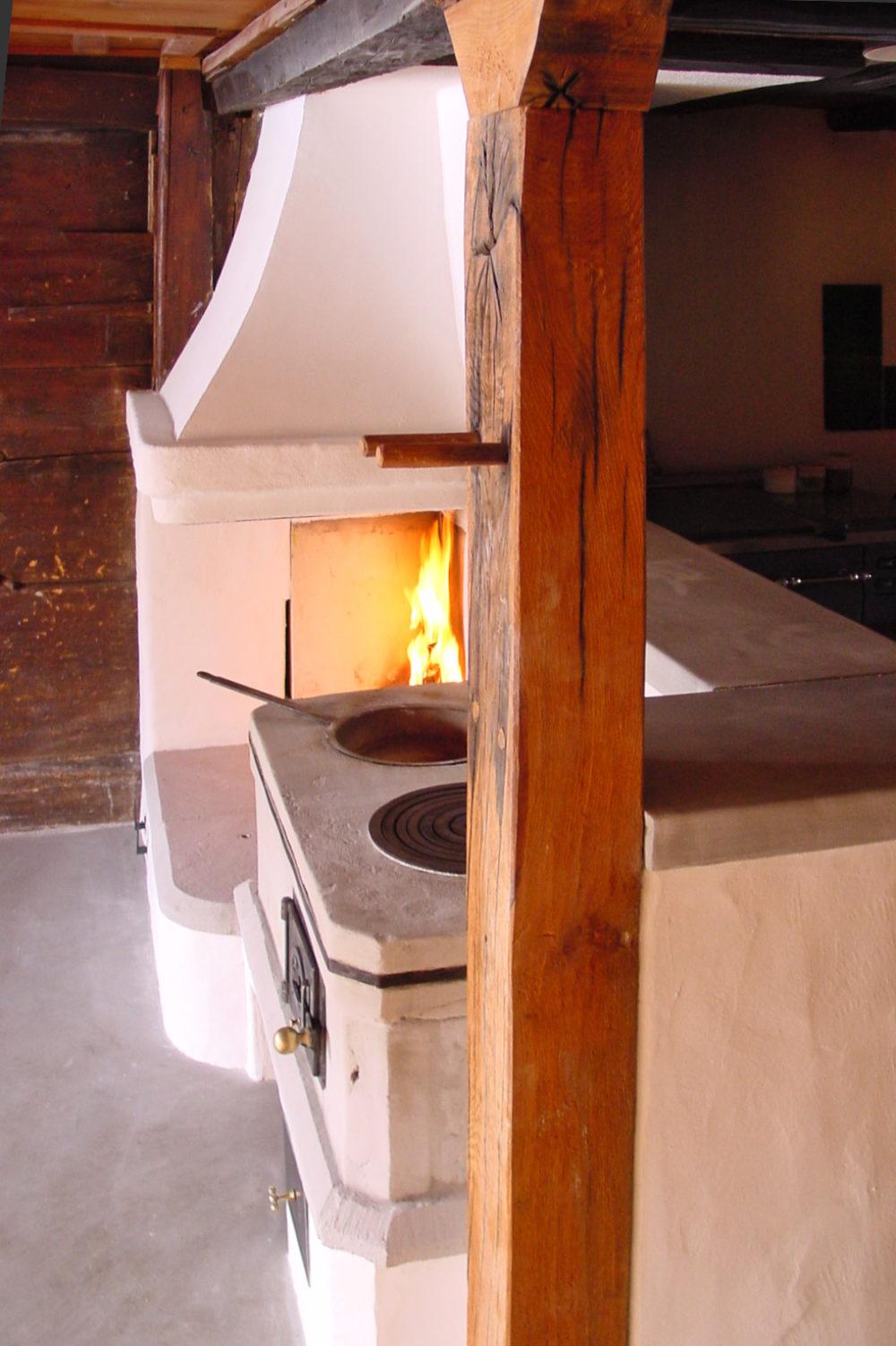 Holzherd aus Sandstein und offene Feuerstelle in Bäretswil