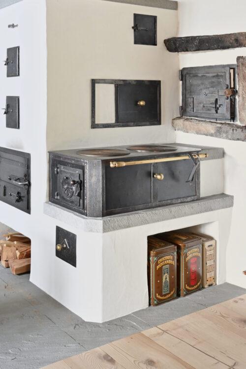 Holzkochherd in Wohnturm